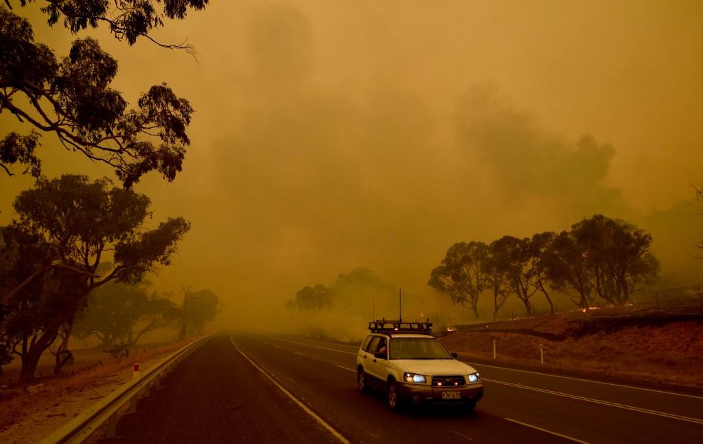 Menacée par les flammes, la capitale Canberra déclarée en état d'urgence — Australie