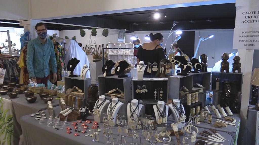 C'est un nouveau venu dans le centre-ville : un concept store a ouvert ses portes à Papeete en novembre. Original, il invite à la fois les artisans, les artisans, mais aussi les agriculteurs à venir vendre leurs produits. Son nom : Art'griculture, et c'est aussi une aubaine pour les exposants qui n'ont pas pu participer cette année aux événements habituellement organisés à Noël.