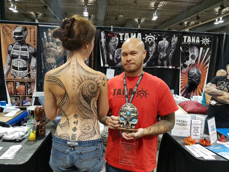 Source photo : Facebook TANA TOKORAGI - Tahitian Tattoo Artist