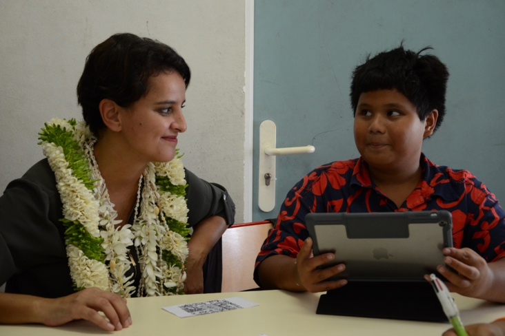 Najat Vallaud-Belkacem au collège de Huahine - Photo : Mike Leyral