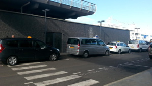 Station de taxis de la gare maritime. (Source photo : www.taxitahiti.com)