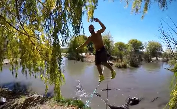 Slackline au-dessus d'alligators !