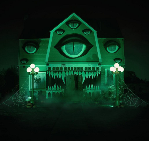 Une artiste transforme la maison de ses parents pour Halloween